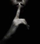 ...indicándome que hiciera silencio...